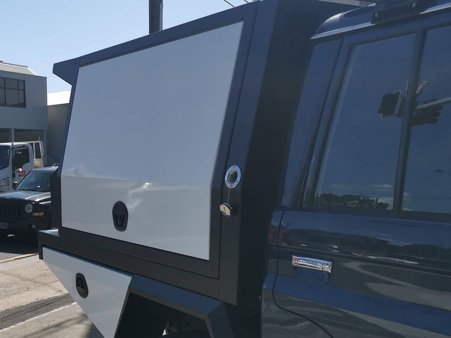FULLY CUSTOM BUILT TRAY AND PARTIAL CANOPY (3)